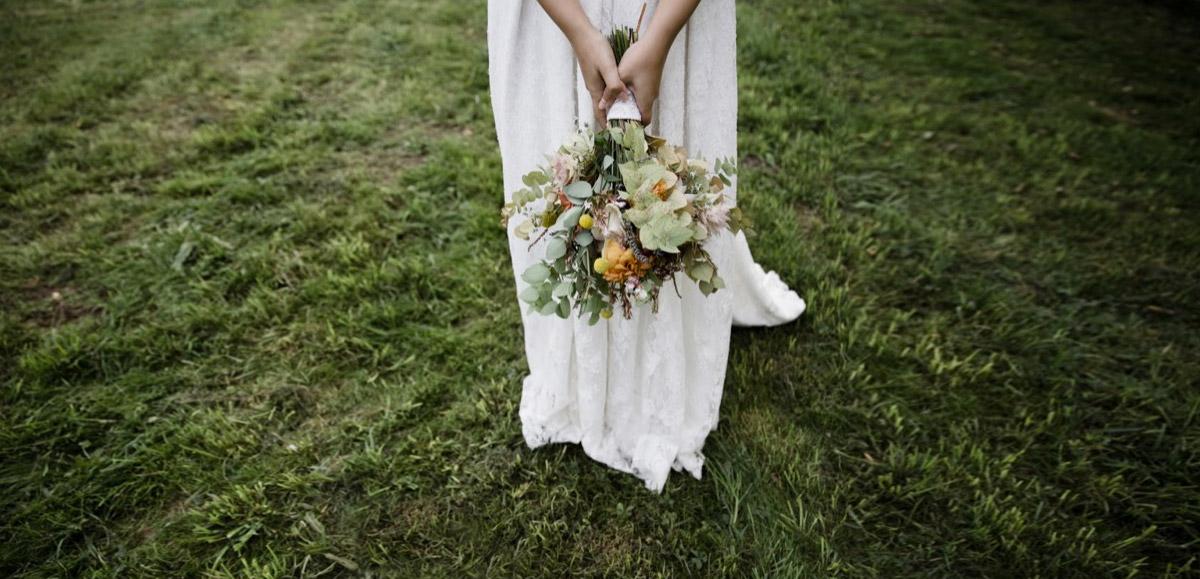 les robes de mariage les meilleures boutiques en ligne shop online nettement chic. Black Bedroom Furniture Sets. Home Design Ideas